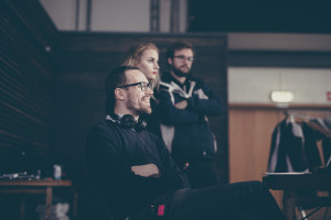 Richard Frantzén bakom monitorn på inspelning, Foto: http://steaksandwich.se/